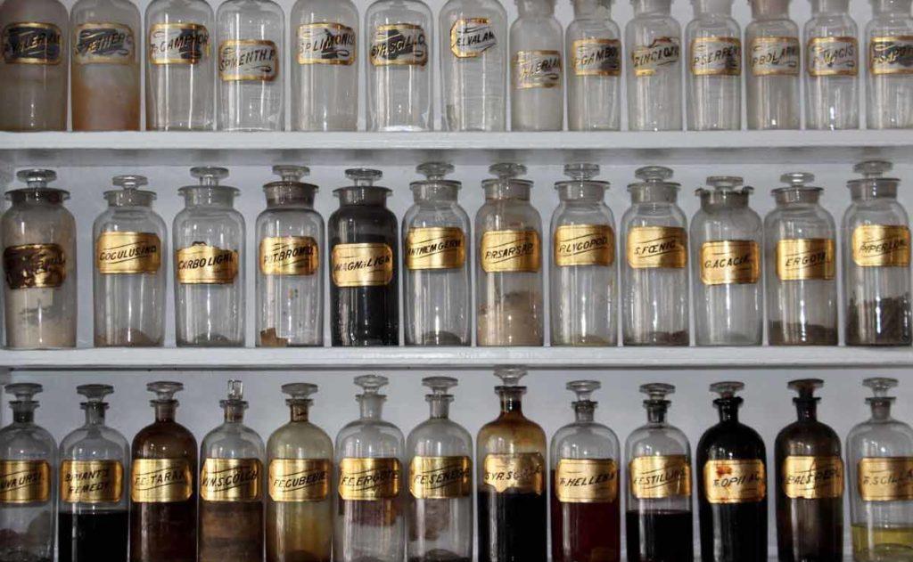 Botellas con hierbas